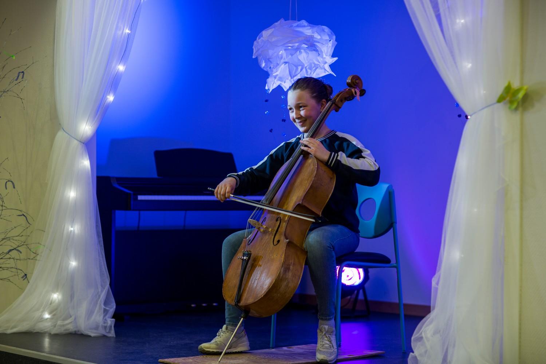 Jente spiller cello_knuden kulturskole. Foto: Max Emanuelson