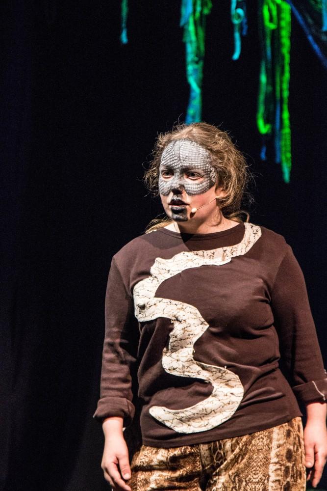 Elev på scenen under musikalen Jungelboken på Knuden - Kristiansand kulturskole